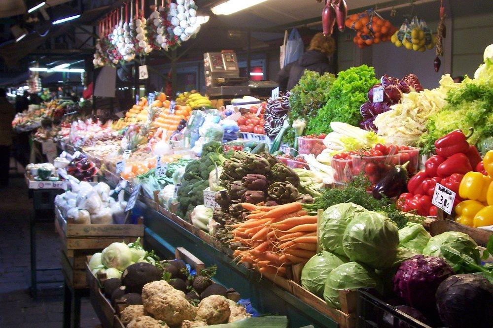 Lebih Baik Sayur Pasar Tradisional Atau Supermarket?